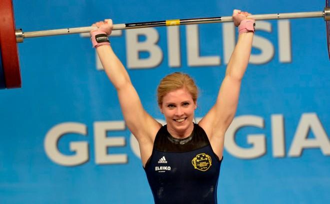 Carita Hansson, Allmänna SK, svesnkt rekord i stöt 118 kilo, svenskt rekord sammanlagt 215 kilo, ett kilo ifråni ryck med 97 kilo,